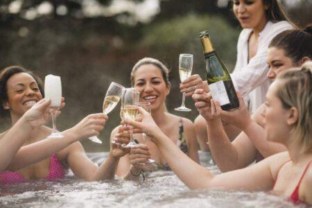champagne dans jacuzzi